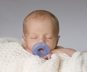 Il succhiotto nel neonato a termine è un limite alla durata dell'allattamento al seno?